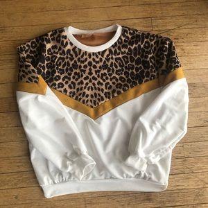Sweaters - Vintage Inspired Leopard Crew Neck Sweatshirt sz M